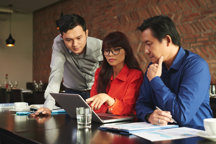 team-working-together-on-computer.jpg